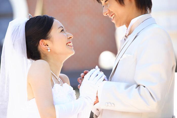 年収300万円で結婚は可能?